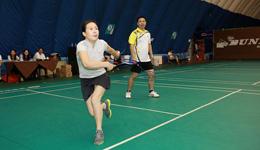 羽毛球发球犯规怎么判 羽毛球比赛规则红牌黄牌黑牌