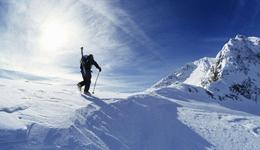 国外雪山垂直攀爬全程视频 国外户外极限运动视频