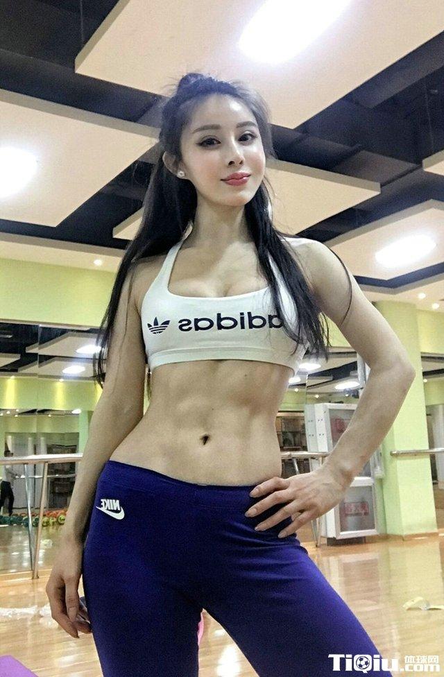 五月健身房遇大胸美女写真 身材火辣健身美女高清照片