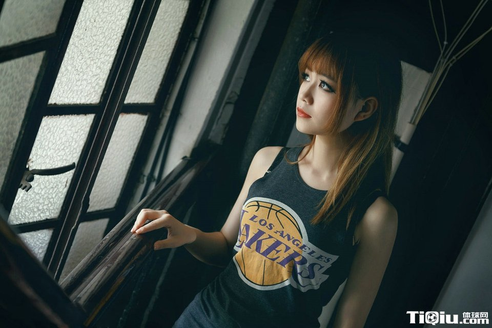 2017nba湖人篮球宝贝长发美女写真 可爱篮球宝贝高清照片