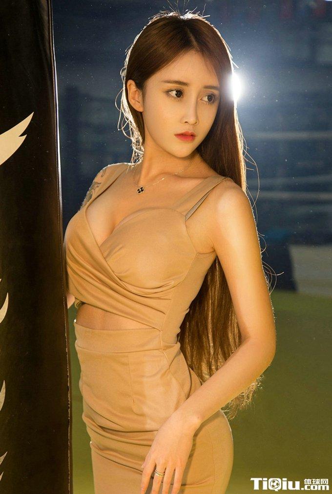 中国女王大全_健身房嫩模琪歌半球写真 琪歌模特健身露胸高清照片_体球网