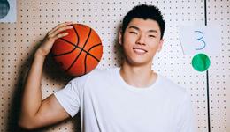 新晋男篮队员美国同NBA球星训练 表现出色获好评
