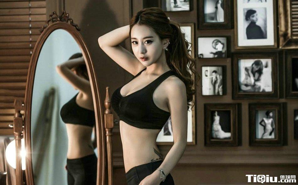黑色弹力紧身裤美女写真 健身美女室内运动高清照片
