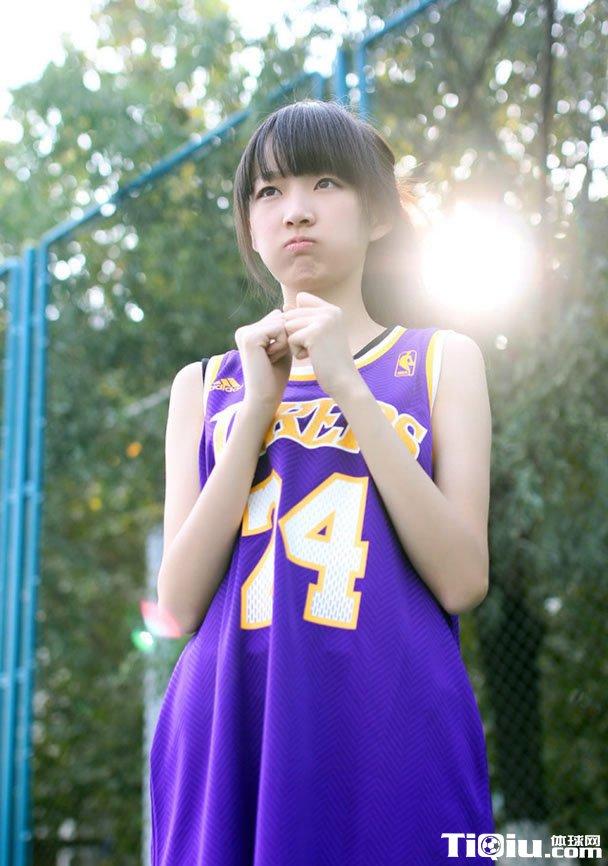 校内篮球宝贝美图 校园小清新篮球妹子写真