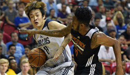 NBA夏季联赛小牛胜太阳 丁彦雨航替补8分4篮板