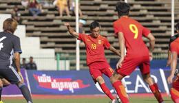 中国U23战胜日本 邓涵文下体被踹