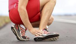 轻微崴脚后怎么处理 跑步崴脚后恢复训练方法