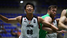 亚洲杯首日澳洲大胜日本 日本华裔球员砍全场最高