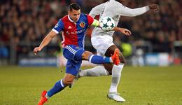 欧冠-费莱尼罗霍中门框 曼联89分钟丢球0-1爆冷