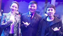 潘晓婷携手王�魑�电竞颁奖 表示竞技与体育很相似