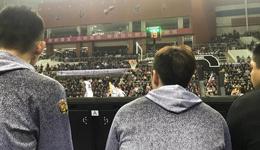 粤媒称球迷向广东球员扔杂物 裁判针对客队不利吹罚