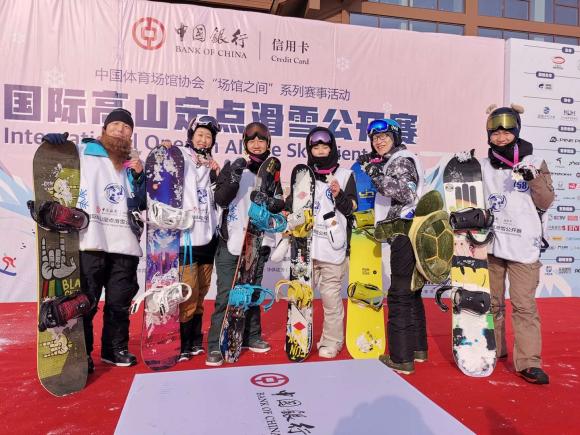 场馆之间暨中国银行信用卡国际高山定点滑雪赛受热捧