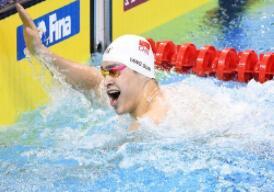 孙杨自由泳夺冠 回应赛场外风波:想为自己争口气