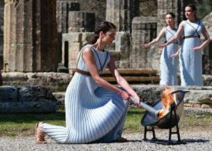 希腊暂停圣火传递:现场观众不戴口罩 活动被叫停