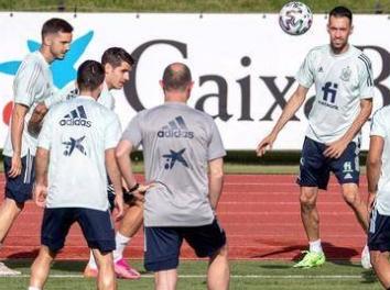 西班牙全队密接被预防性隔离 补招5名球员参加合练