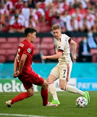 德布劳内传射小阿扎尔破门 比利时2-1丹麦