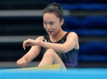 奥运冠军朱雪莹全运会出局 出现罕见失误摔到场外