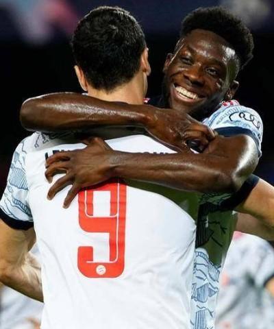 欧冠:拜仁3-0巴萨 莱万梅开二度