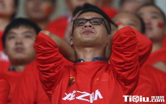 泰国球迷自黑 嘲讽国足刺痛中国球迷