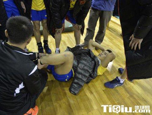 河北男排夏润涛手术成功 手术时骨头曾顶弯钢钉