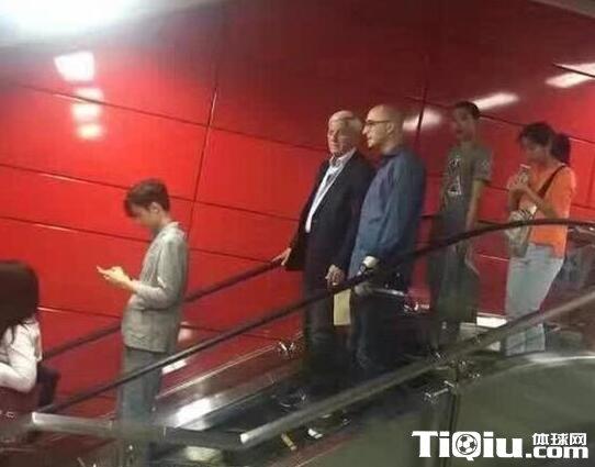 里皮最新消息 乘地铁低调前往观战足协杯