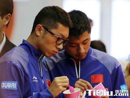 外国人评价中国乒乓球 老外很开心被虐